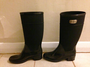 Great pair of black rain boots