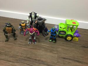 Ninja turtles and figurines