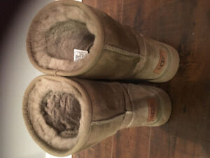 BRAND NEW UGG BOOTS SIZE 7 US/ 38 UK