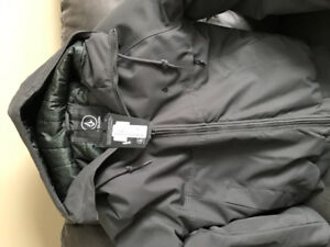 New Volcom winter coat from a clean smoke free home.