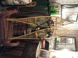 Voygeur snowshoes with bindings in perfect condition