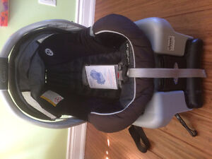 Graco Snug Ride Classic Connect 30 Car Seat and Base