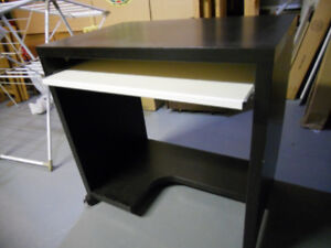 Computer desk or student desk with retractable tablet