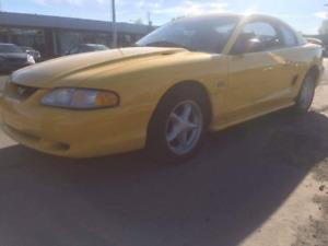 A vendre FORD MUSTANG GT 1994 5.0 L, 104,000 km, Etat Neuf