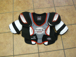 Hockey shoulder pads - Youth Large (fits approx age 9-12)