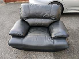 3 piece black leather suite great condition