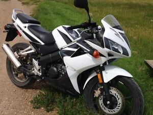 125 CBR street bike 4 stroke electric start - Honda