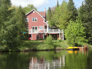 Lakeside cottage - 1h from Montreal- close to ski centers