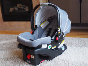 Graco SnugRide Click Connect 35 Car Seat With Base