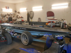 Hydro sport fishing boat