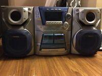 Radio AM FM panasonic  cassettes et 5 CD