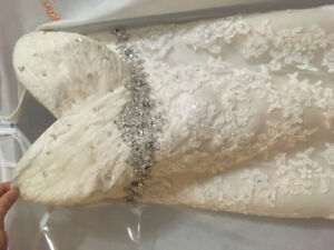 *Never Worn* Wedding Dress Champagne Lace
