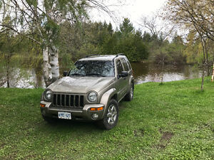 Excellent Condition - 2004 Jeep Liberty Limited SUV, Crossover