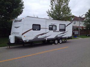 26ft travel trailer 2011 Wildwood in EXCELLENT CONDITION