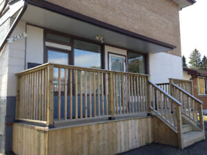 2 BDRM - WELL SITUATED SOUTHSIDE - NEAR COLLEGE!