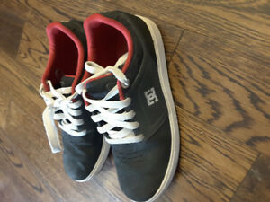 DC youth boy sneakers, Size 4.5