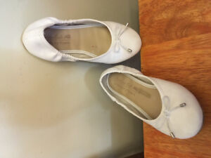 American Eagle Memory Foam White Ballet Style Shoes