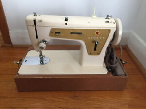 SINGER SEWING MACHINE MODEL 237 with LIGHT