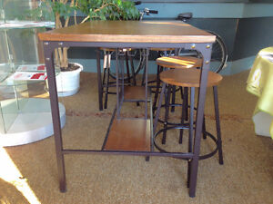 Pub Style Dining Table with Wine Rack Base. Kingston Kingston Area image 6