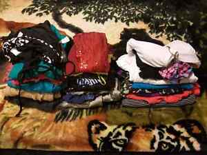 Women's size small 26 piece clothing lot