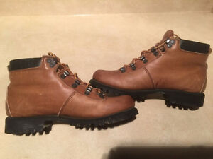 Women's Wilderness Hiking Boots Size 6.5 London Ontario image 5
