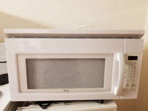 "Whirlpool 30"" white over the range microwave cooker"