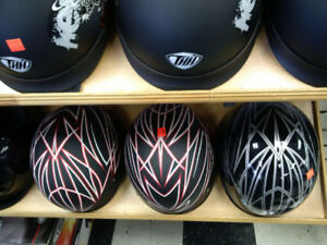 """Casque Bol Zox design """"eclairs"""" a prix abordable!"""