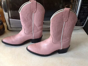 Girl's pink cowgirl boots
