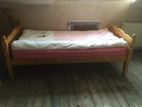 Solid single pine bed for children