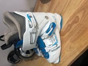 Nordica Ski Boots (size 23.5)