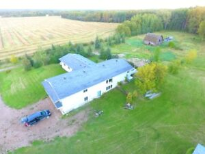 4800 square foot house  for rent 7 rooms near Westlock 12 acres