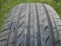2 pneus été 205-65-15 presque neuf 10/32