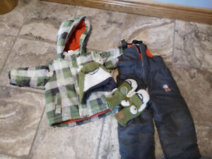 Used boys snow suit in excellent condition - size 3T