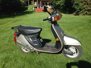 HONDA AERO 80 cc scooter $1000.00 OR MAKE ME AN OFFER.