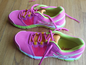 Women's Asics Running Shoes, Size 9, BRAND NEW
