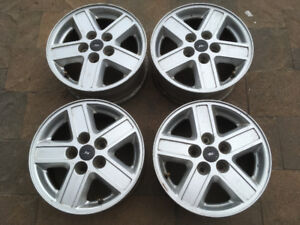 4 ORIGINAL 15'' FORD ESCAPE MAGS LIKE NEW / COMME NEUF