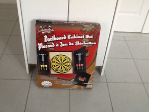 CHURCHILL Dartboard cabinet set