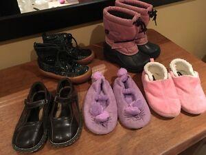 LOT de souliers et bottes d'hiver 9 \ shoes and Winter boots