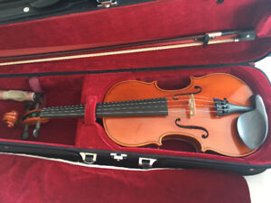 Violin 4/4 Full Size VN100 - almost new