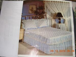 Set 4 pieces d'edredon/bedspread blanc oeuillet,rideaux
