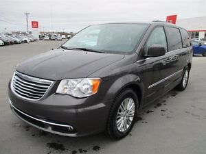 Chrysler Town - Country 4dr Wgn Touring w-Leather 2016