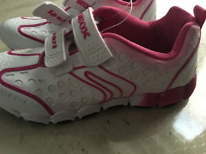 Girls GEOX running shoes - Geobuck (Size 5) Size 35 UK