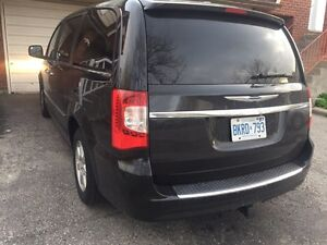Must See!!!  2012 Chrysler Town & Country (Fully loaded)