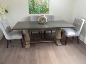 Structube Castle Dining Table, natural wood color a 4 chairs