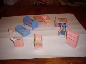DOLL HOUSE MINI FURNITURE