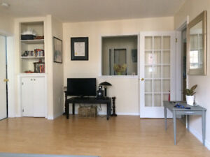 Room for rent in two bedroom - 450$ available Jan-Sept