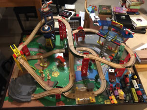 KidKraft Superhighway Train Set and Table with Thomas Trains