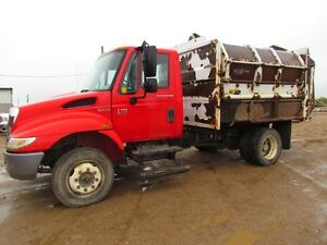2004 International 4200  TRUCK garbage truck
