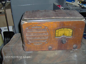Antique radio.  BEST OFFER.  MUST GO..