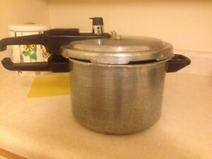 Selling Pressure Cooker Kitchener / Waterloo Kitchener Area image 1